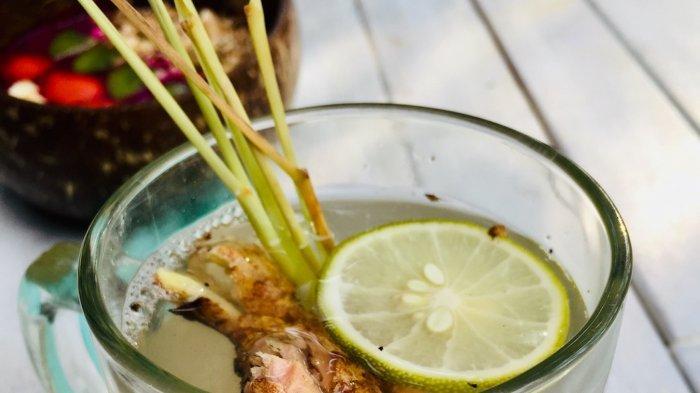 Saat cuaca dingin dan kurang menyenangkan seperti saat ini, lemon tea berempah menjadi minuman yang cocok untuk melegakan dan menghangatkan tubuh.