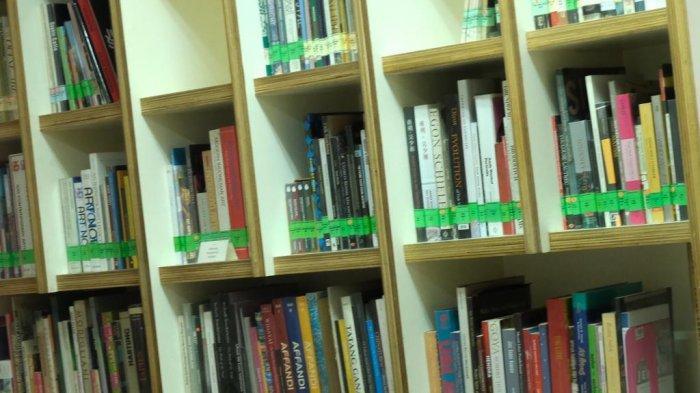 Kementerian Pariwisata dan Ekonomi Kreatif menerbitkan buku berisi 100 karya pemenang 'Nulis dari Rumah', yang terdiri dari 50 esai dan 50 cerpen.