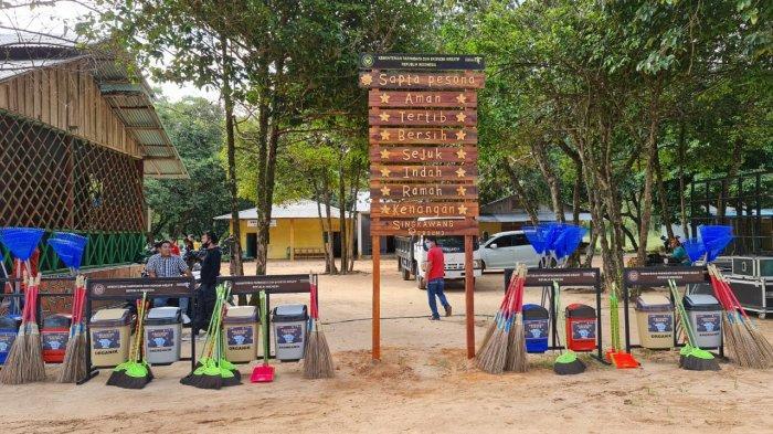 Kemenparekraf/Baparekraf dorong pemulihan pariwisata dan ekonomi kreatif di Pasir Panjang Kota Singkawang Kalimantan Barat melalui Singkawang Rebound.