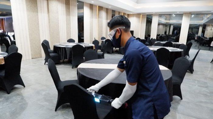 Pada masa pandemi virus corona saat ini, menjaga kebersihan barang-barang di sekitar kita selalu menggunakan desinfektan agar terhindar dari virus.
