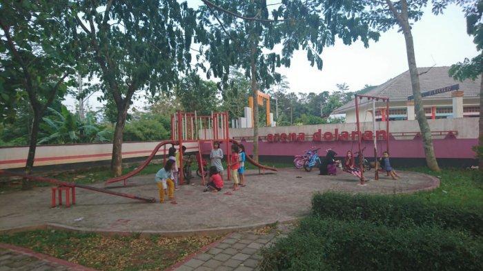 Area bermain anak di Taman Amongrogo, Jumat (2/10/2020)