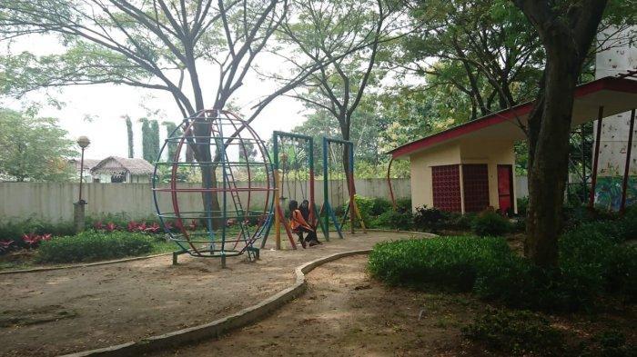 Ayunan sebagai bagian fasilitas bermain anak di Taman Tirto Agung, Rabu (24/3/2021).