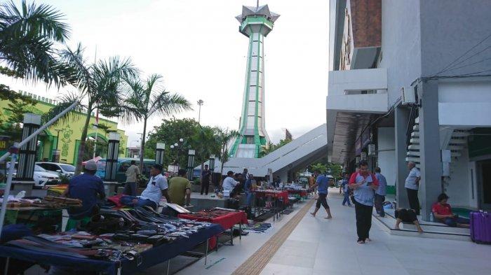 Pasar Tiban Beri Berkah Jemaah Masjid Baiturrahman