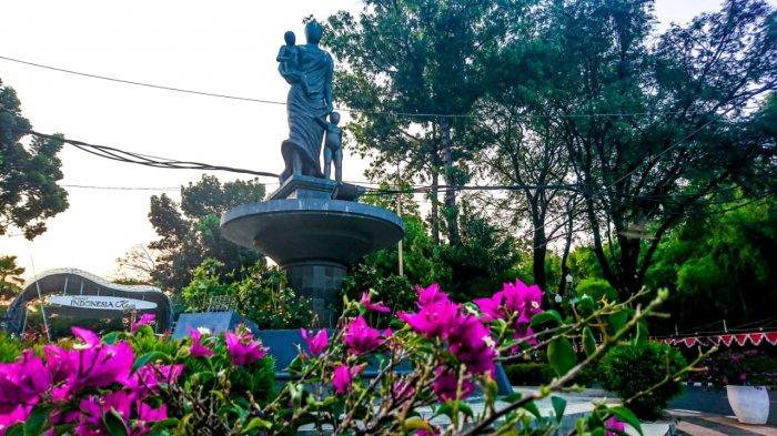 Patung Ibu Bersama Dua Anak, Jadi Cikal Bakal Berdirinya Taman Indonesia Kaya