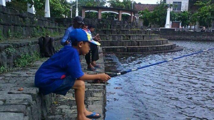 Mancing Jadi Aktivitas Favorit di Polder Tawang Semarang