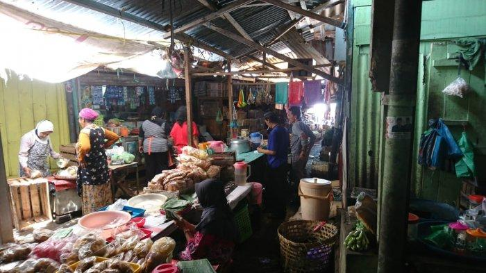 Suasana sederhana di area dalam Pasar Gunungpati, Kamis (24/9/2020).
