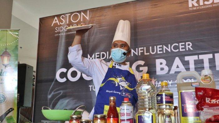 Executive Chef Aston Sidoarjo Chef Herman memandu cooking battle, Selasa (23/2/2021).