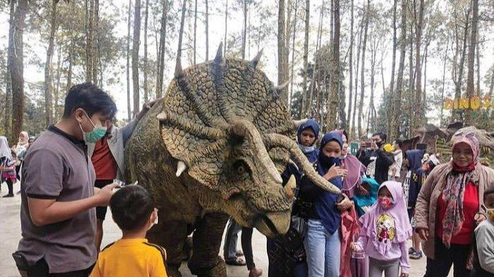 Dinosaurus Show di Mojosemi Forest Park (@mojosemiforestpark)