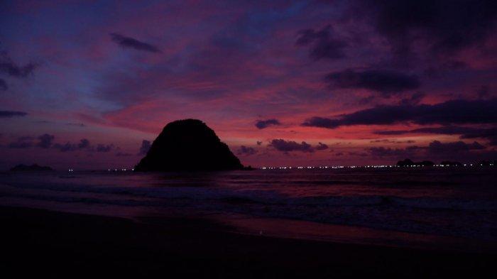 Keindahan Pulau Merah Banyuwangi