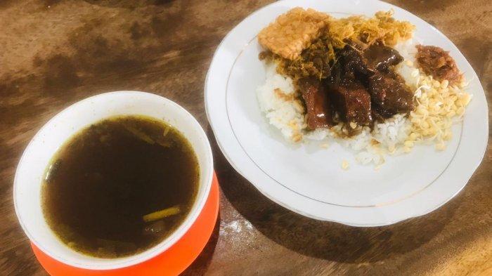 Rawon Pak Pangat, sajian kuliner legendaris Surabaya