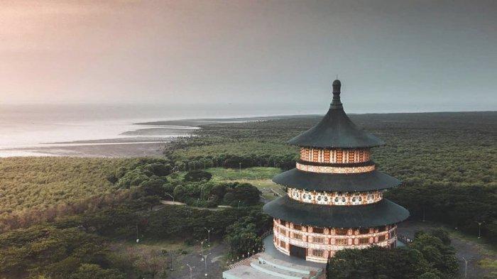 Pagoda Tian Ti di Kawasan Pantai Kenjeran