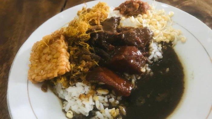 Rawon Pak Pangat, kuliner legendaris Surabaya