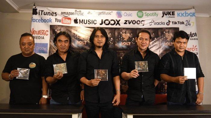 9 Volt meluncurkan album perdananya. 9 Volt merupakan band rock asal Kota Surabaya yang didirikan pada tahun 2017.