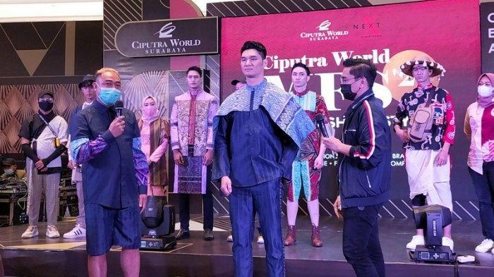 Busana karya Lalake by Mucha yang dihadirkan dalam Men Fashion Show 2021 di Ciputra World Surabaya Mall.