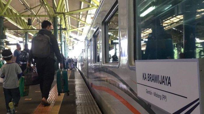 Kereta Api Brawijaya jurusan Stasiun Gambir ke Stasiun Malang dan sebaliknya mulai dioperasikan kembali per Maret 2021.