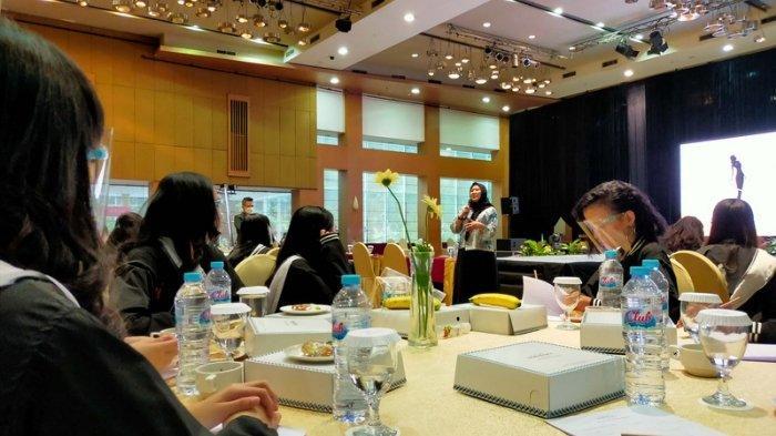 Pembekalan Grand Final Puteri Cilik dan Puteri Remaja Jawa Timur 2021 yang dikoordinir Next Management sebagai regional director di Mercure Grand Mirama Surabaya, Sabtu (27/3/2021).