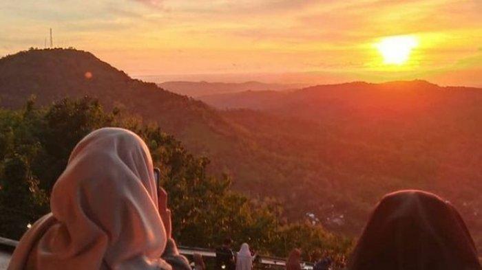 Pemandangan sunset di Millenial Coffee & View