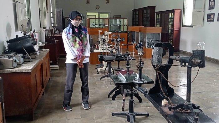 Berbagai koleksi alat pengobatan dan perawatan mata tempo dulu di Museum Mata Dr