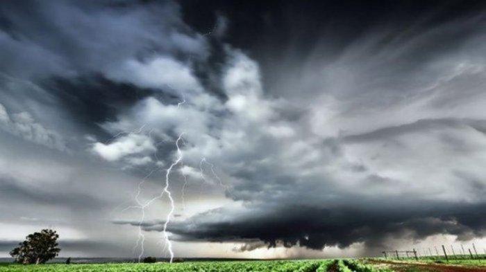 Waspada Gelombang Tinggi karena Cuaca Ekstrem di Pesisir Pantai Selatan 24-28 Februari 2021