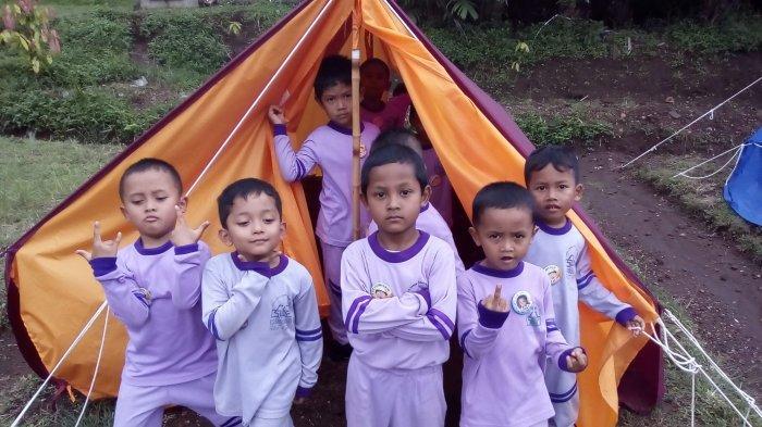 Keseruan camping di desa wisata Garongan.
