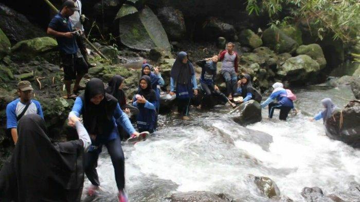Kegiatan susur sungai jadi aktivitas menarik di desa wisata garongan.