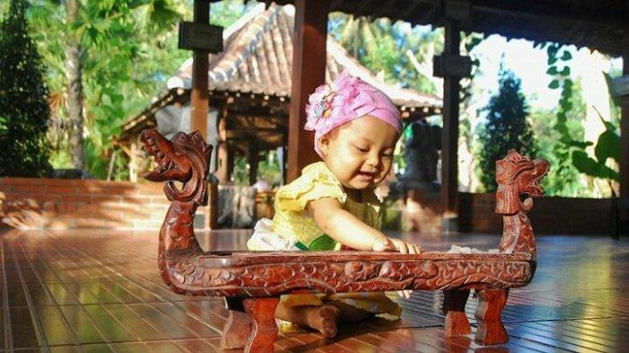 Keseruan anak bermain di Kampung Flory Sleman.