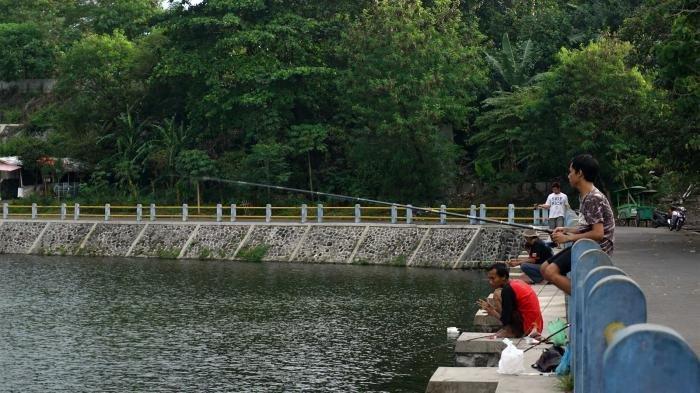 Embung Tambakboyo menjadi salah satu lokasi memancing.