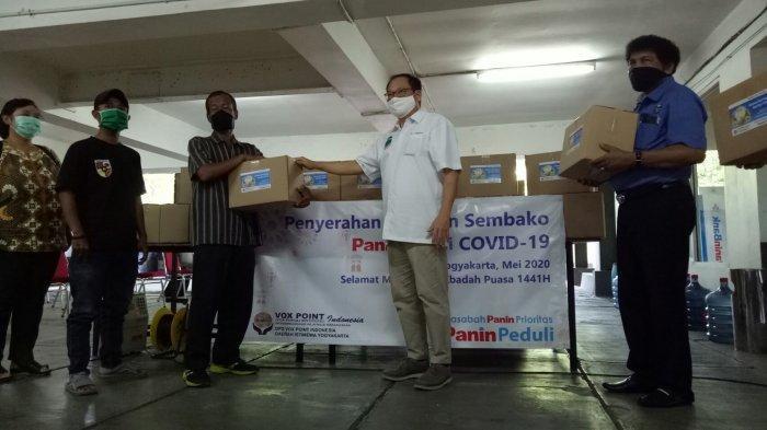 Panin Bank di Yogyakarta Bantu Masyarakat di Tengah Wabah Covid-19 Bagikan Paket Sembako
