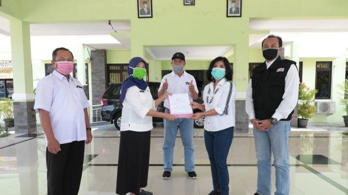 TWC Beri Bantuan Sembako dan APD untuk Warga Terdampak Pandemi