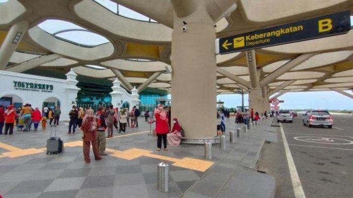 Suasana arus balik libur Natal 2020 dan Tahun Baru 2021 di Bandara YIA, Kulon Progo.