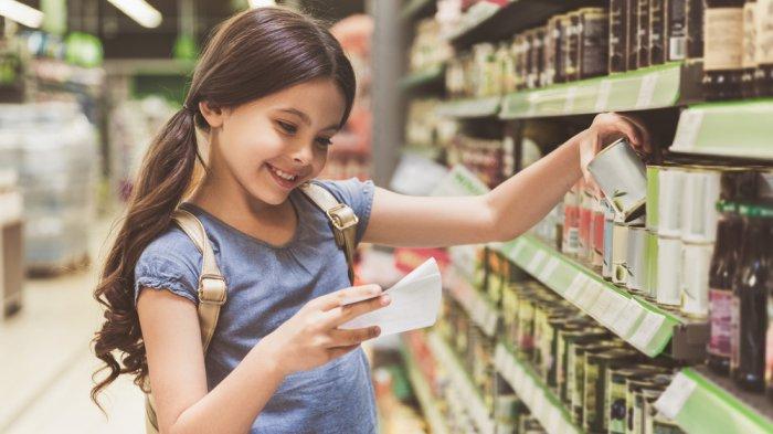 Tips Mencegah dan Mengatasi Anak yang Rewel Saat Diajak Belanja