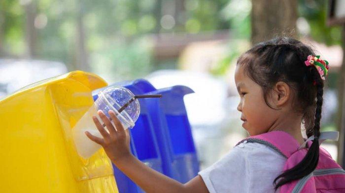 5 Tips Mengajarkan Sopan Santun di Tempat Umum Kepada Anak