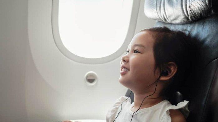 Tips Mempersiapkan Anak yang Harus Pergi Naik Pesawat Sendirian