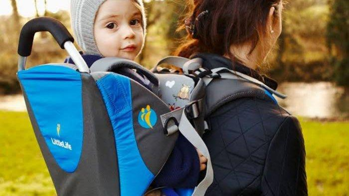 Traveling dengan Anak Balita, Bawa Stroller atau Baby Carrier?