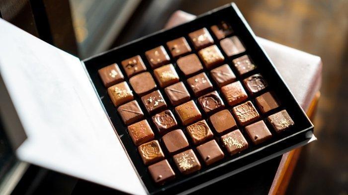 Cokelat akan mudah ditumbuhi jamur jika disimpan pada tempat yang terlalu lembap dan basah.