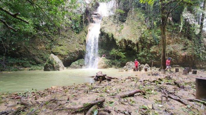 Sensasi Dingin Air Pegunungan di Air Terjun Dua Kembar Siapat, Desa Batu Lepoq-Kutai Timur