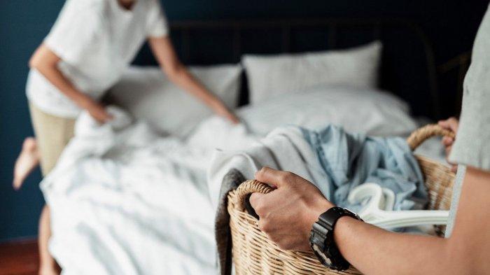 Tidak ada yang lebih menyenangkan daripada menjatuhkan diri ke kasur setelah menjalani hari yang melelahkan. Meski terasa nyaman, tapi sadarkah Anda bahwa kasur kemungkinan menyimpan banyak kotoran mikroskopis