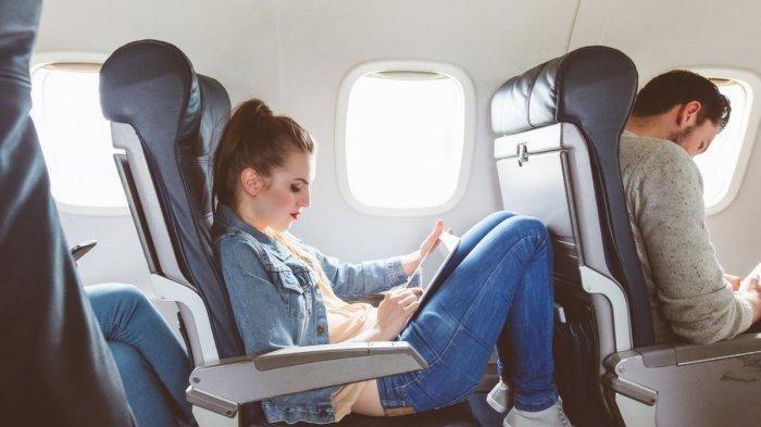 Jangan Rebut Keyamanan Orang Lain, Ini Etika Menurunkan Sandaran Kursi di Pesawat