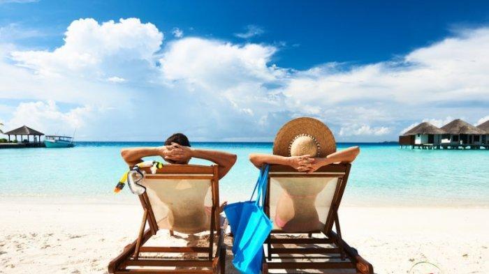 10 Pantai Terindah di Dunia, di Indonesia Ada Pantai Berwarna Merah Muda