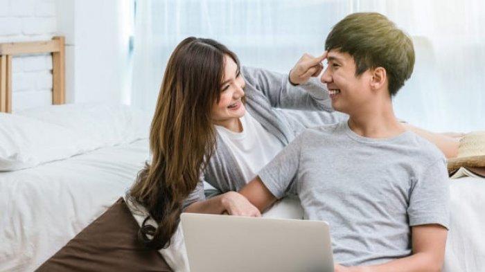 Menghadapi Pasangan yang Tetap Sibuk Kerja Saat Liburan