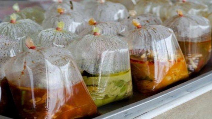Bahaya di Balik Makanan dan Minuman yang Dibungkus dengan Plastik