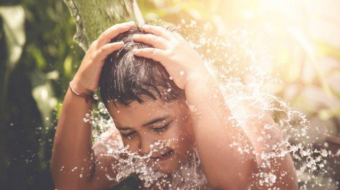 5 Alasan Mengapa Sesekali Anak-anak Perlu Mandi dengan Air Dingin