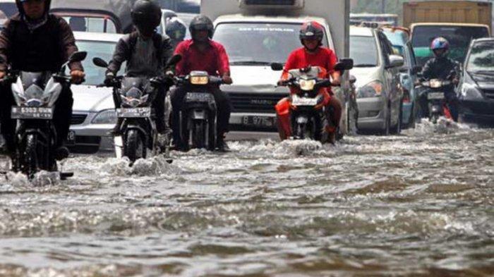 Berapa Batas Aman Kendaraan untuk Menerjang Banjir?