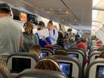 ilutrasi-penumpang-pesawat-mencari-tempat-duduk.jpg