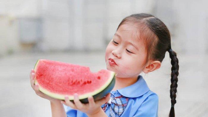 Biasakan Anak Makan Buah, Ini Manfaatnya untuk Tubuh Mereka