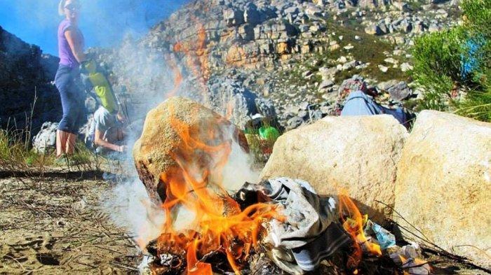 Membakar Sampah depan Rumah Tidak Bikin Bersih, Justru Membahayakan Seisi Rumah