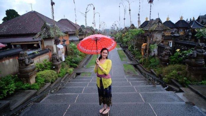 Desa Panglipuran Bali. Jika kamu berpikir untuk berpoligami, maka kamu tidak akan pernah bisa tinggal dan menjadi warga Desa Penglipuran.