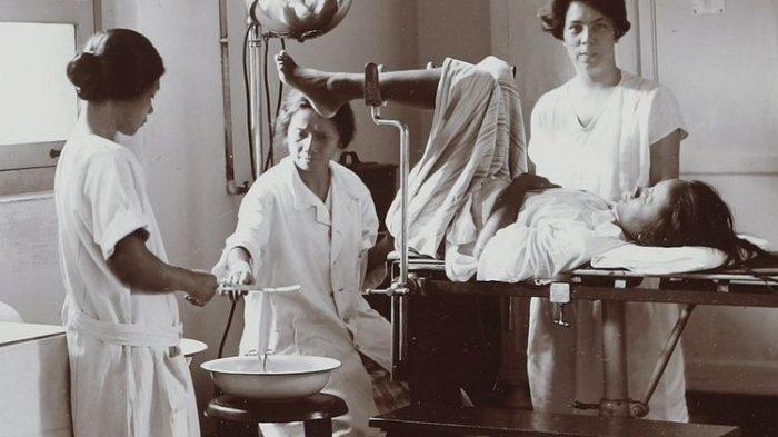 dr Marie Thomas, Dokter Wanita Pertama di Indonesia