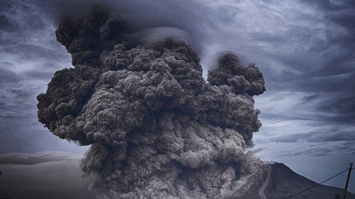 Curah Hujan Bisa Bersihkan Abu Vulkanik Gunung Raung, Penerbangan Kemungkinan Kembali Normal