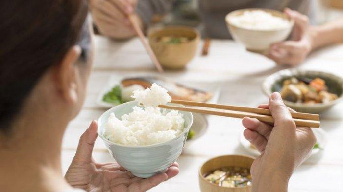 Benarkah Orang yang Tidak Makan Nasi Hidupnya Lebih Sehat? Ini Faktanya